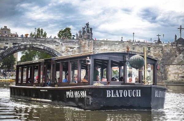 Plavba historickou lodí